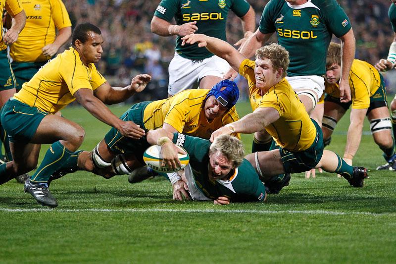 Jean De Villiers scores a try against Wallabies