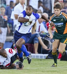Rustenburg Impala's Earl Lewis surges down the touchline after evading the tackle of Raiders' Anvor Schooney during their dramatic Cell C Community Cup Pool C decider played at the Bill Jardine Stadium in Johannesburg on Saturday. The match ended in a 30-all draw. Photo: ImageSA.