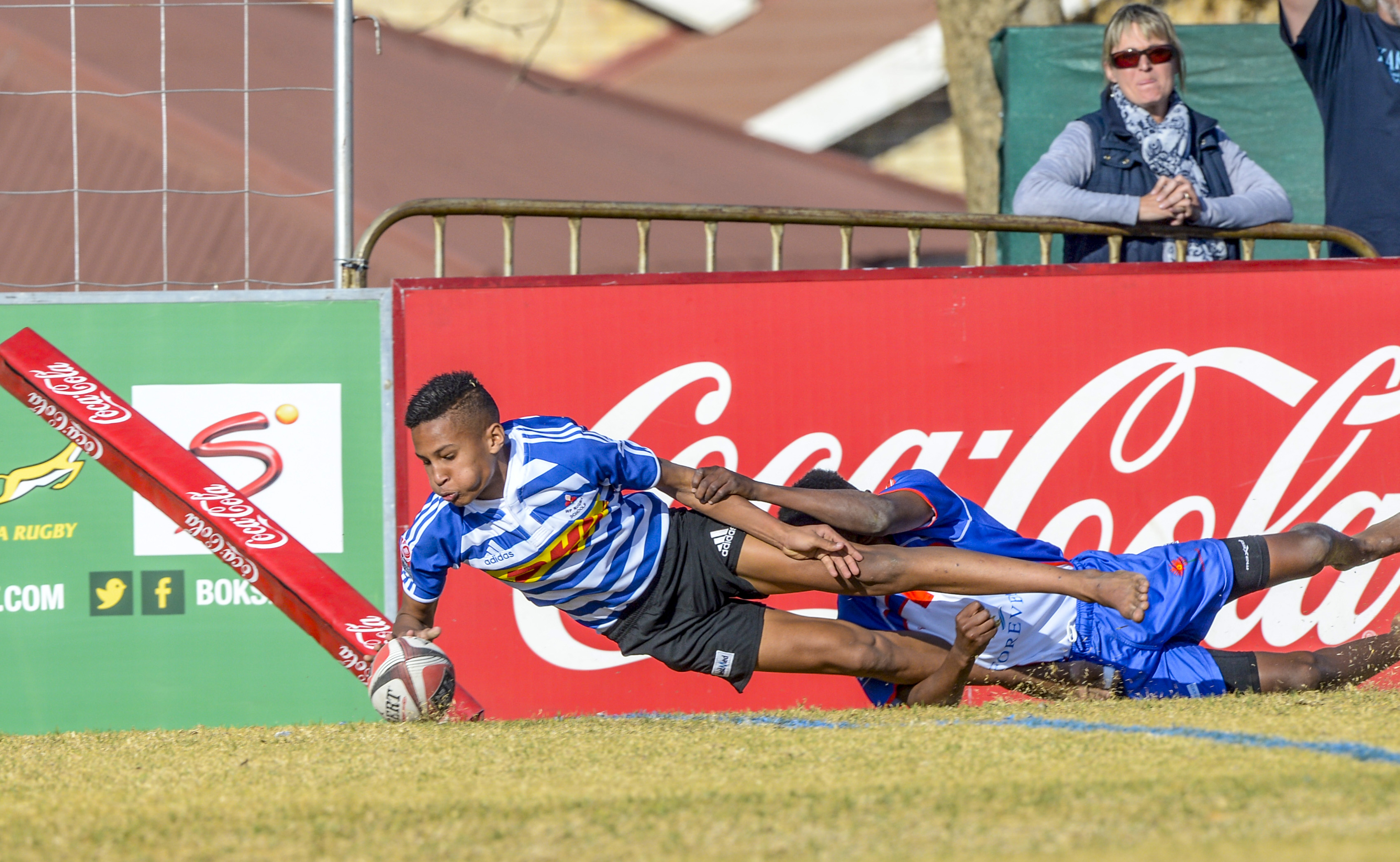 BLOEMFONTEIN, SOUTH AFRICA - JULY 11: Shah-Jehaan De Jongh of the Western Province scores a try against Limpopo Blue Bulls during day 2 of the 2017 U/13 Coca-Cola Craven Week at Grey College on July 11, 2017 in Bloemfontein, South Africa. (Photo by Sydney Seshibedi/Gallo Images)