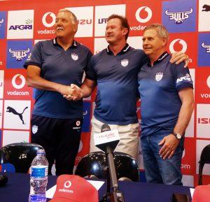 Pote Human (Hoofafrigter Bulls en Blou Bulle), Willem Strauss (President BBRU) en Alan Zondagh (Direkteur Rugby BBRU) Foto: Pale Toe